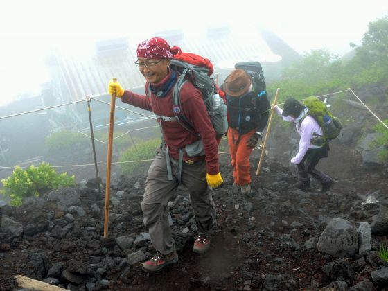Climbers make their way as a route to climb Mount Fuji on the Shizuoka prefecture side opened for climbing season in Fujinomiya, Shizuoka prefecture, central Japan Friday, July 10, 2015. Photo: Kyodo News via AP