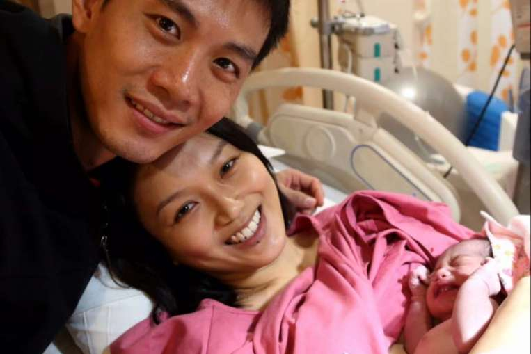 oanne Peh and Qi Yuwu with their new born daughter